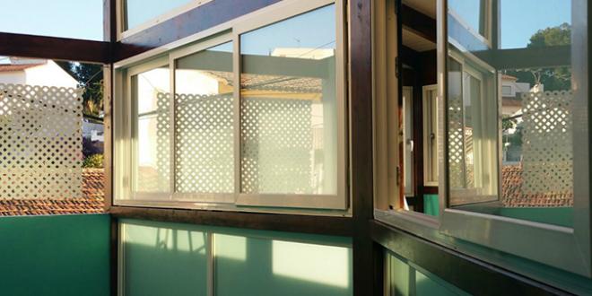 cerramiento con ventanas de PVC