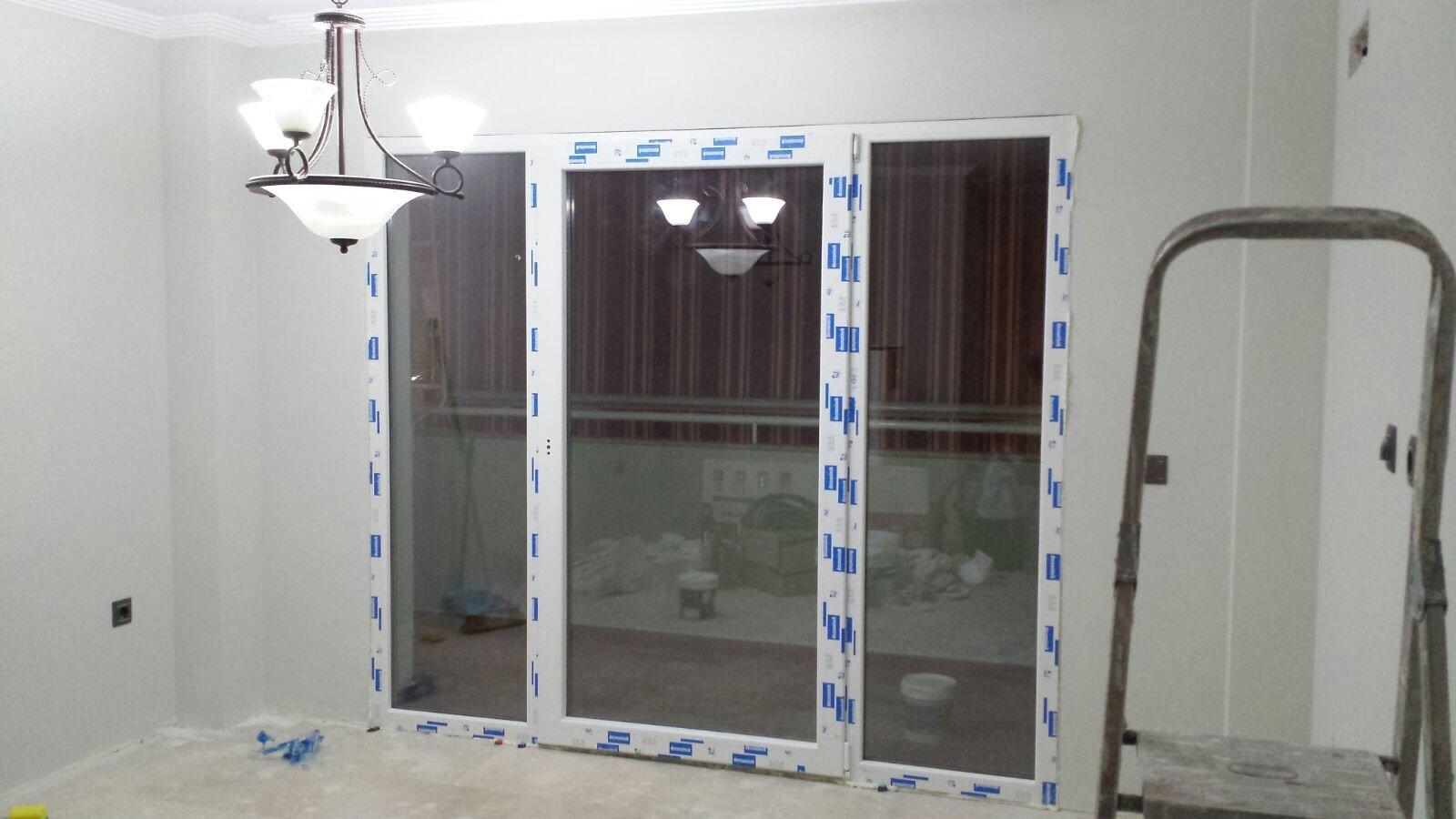 Instalación de Puerta de Cristales de Acceso a Terraza