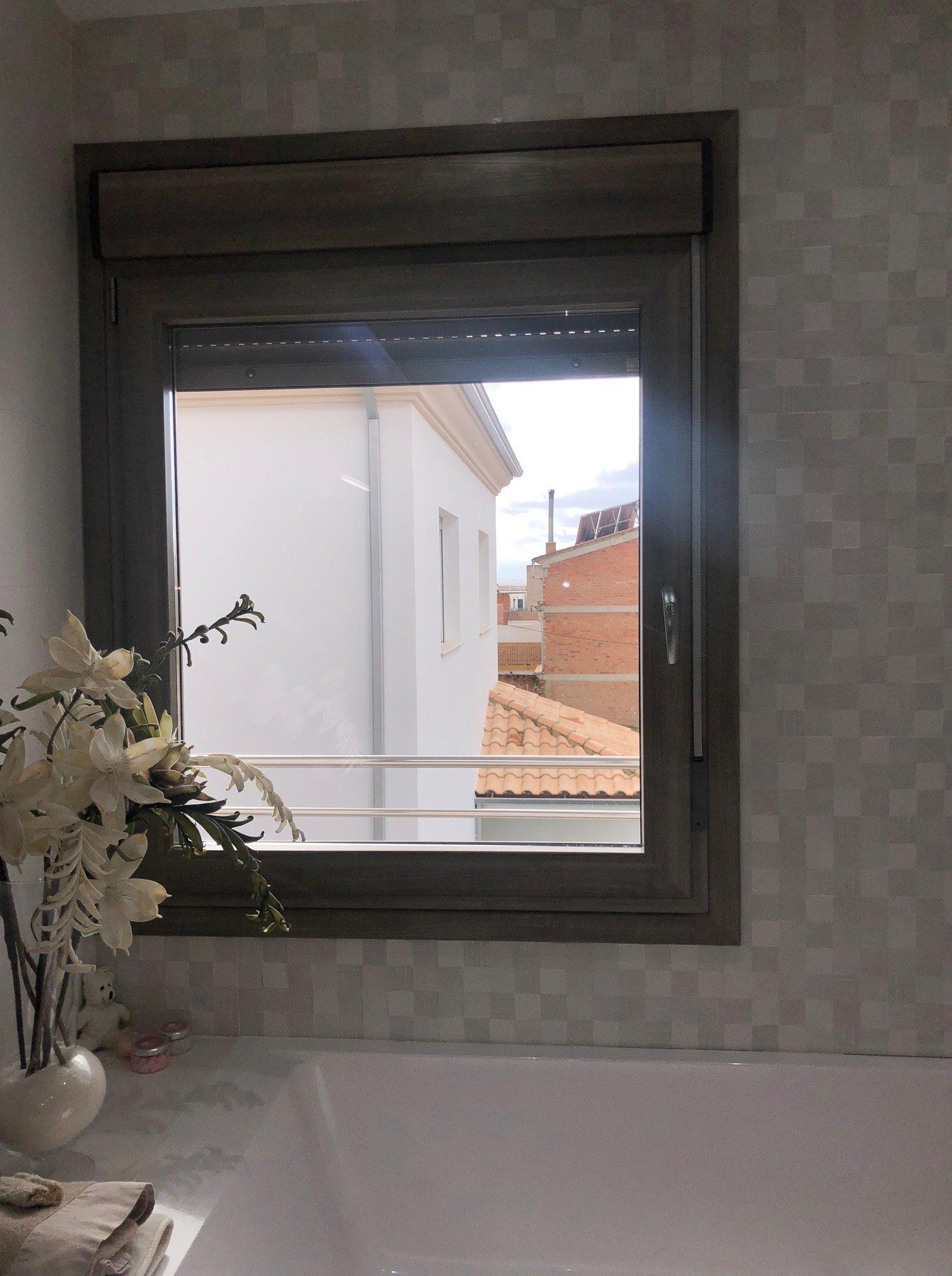 espectacular elevadora y oscilobatientes en hojas de gran dimensión