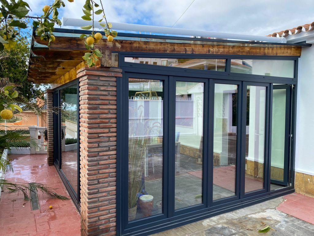 cierre de porche con ventanas de PVC
