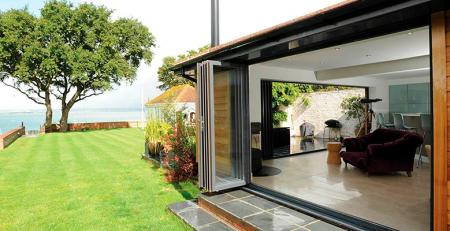 Amplía el espacio de tu casa con ventanas deslizantes de PVC Deceuninck